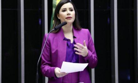 """Caroline de Toni: """"Devo ir para o partido que Bolsonaro for"""""""