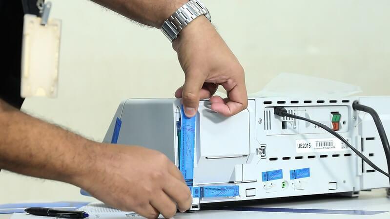 Resgatar o orgulho e a confiança na urna eletrônica é uma tarefa que vai além de desmentir fake news