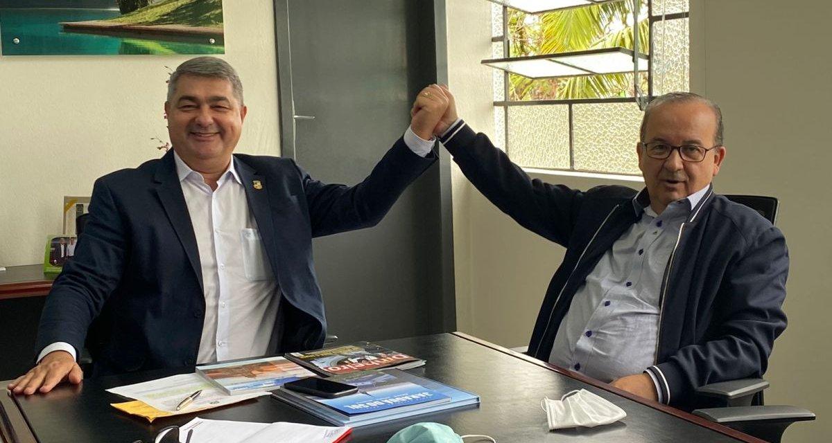 Antes de reencontrar bancada do Mdb, Antídio Lunelli faz pose com Jorginho Mello