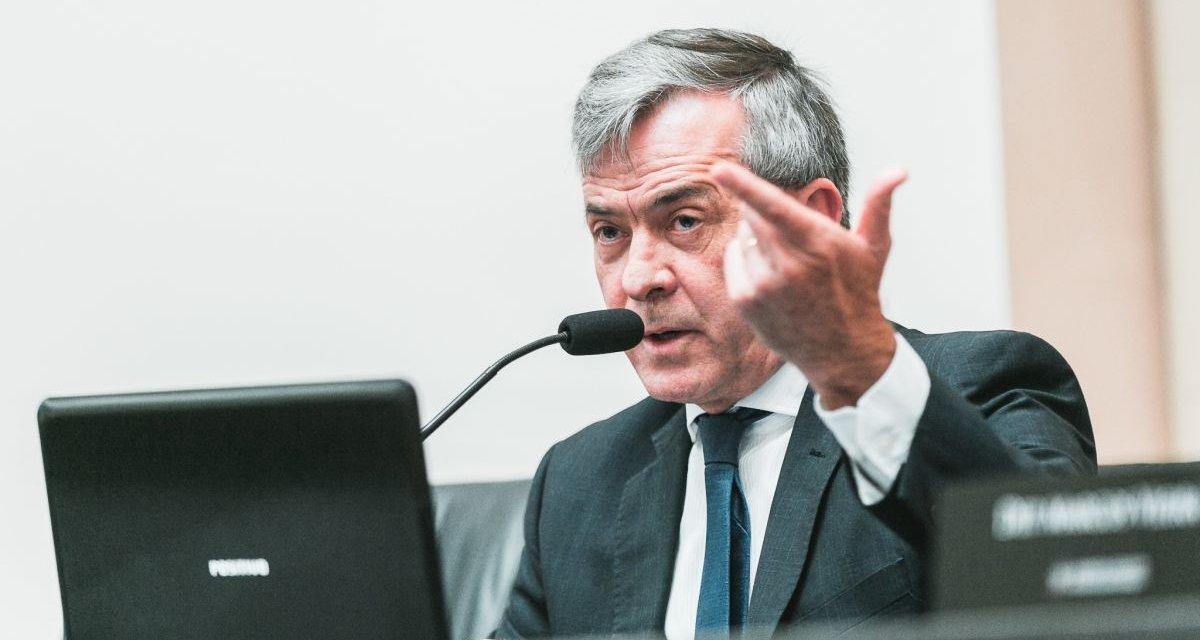 Na Alesc, Paulo Eli diz que gasolina alta é culpa da Petrobras e do dólar, não do Icms