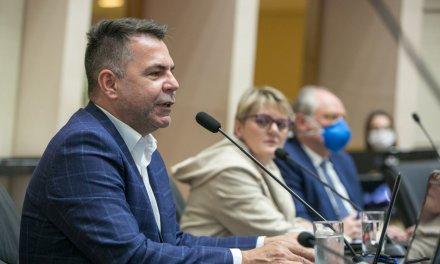 Governo quer PEC dos R$ 5 mil aprovada até quarta para pagar professores na folha de setembro