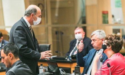 Governo Moisés acerta com Pt votação rápida da PEC dos R$ 5 mil em troca de plano de carreira em 40 dias