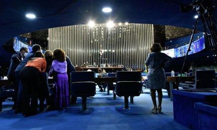 Congresso valida federações, mas aprova regra que deve barrar pequenos partidos nos parlamentos