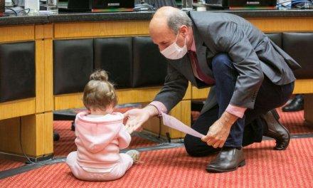 Jorginho se agarra aos ministros, bebê no plenário, o aperto das federações – a segunda em notas